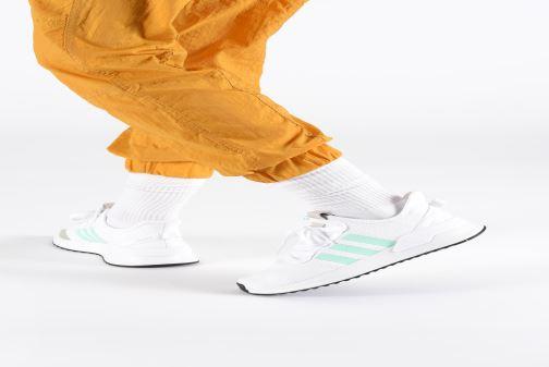 Baskets adidas originals U_Path Run W Blanc vue bas / vue portée sac