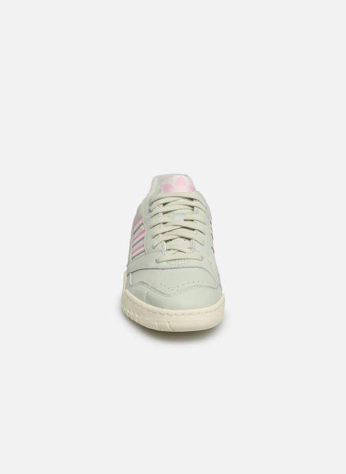 Baskets adidas originals A.R. Trainer Vert vue portées chaussures
