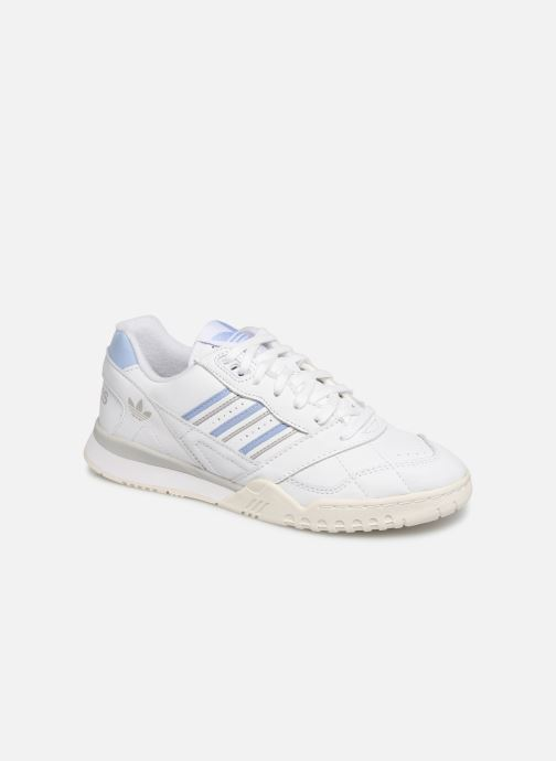 Baskets adidas originals A.R. Trainer W Blanc vue détail/paire