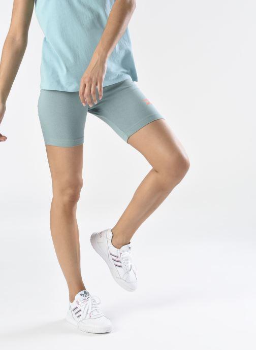Sneaker adidas originals A.R. Trainer W weiß ansicht von unten / tasche getragen
