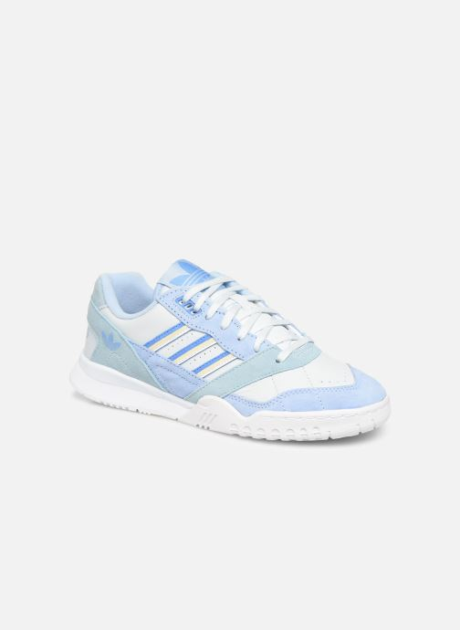 Baskets adidas originals A.R. Trainer W Bleu vue détail/paire