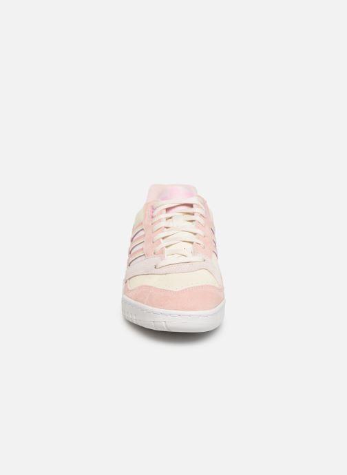 Sneaker adidas originals A.R. Trainer W rosa schuhe getragen