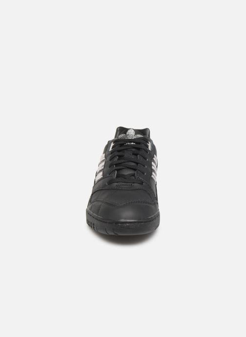 Baskets adidas originals A.R. Trainer W Noir vue portées chaussures