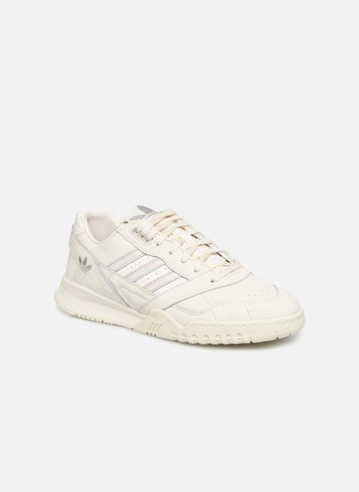 Baskets adidas originals A.R. Trainer W Blanc vue détail/paire