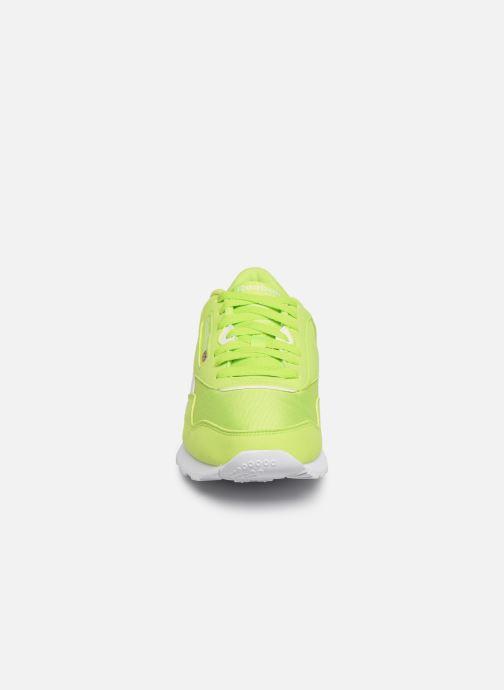 Baskets Reebok Classic Leather Nylon Color Vert vue portées chaussures