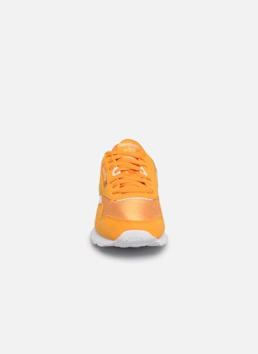 Baskets Reebok Classic Leather Nylon Color Jaune vue portées chaussures