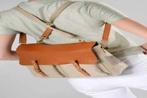 Handtaschen Craie MAXI MATHS braun ansicht von unten / tasche getragen