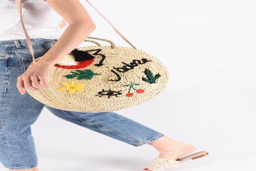 Handtaschen Etincelles Panier rond bandoulière et anses Pompons Patchs beige ansicht von unten / tasche getragen