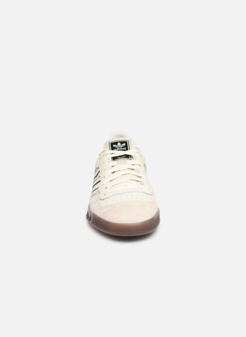 Baskets Adidas Originals Handball Top Blanc vue portées chaussures