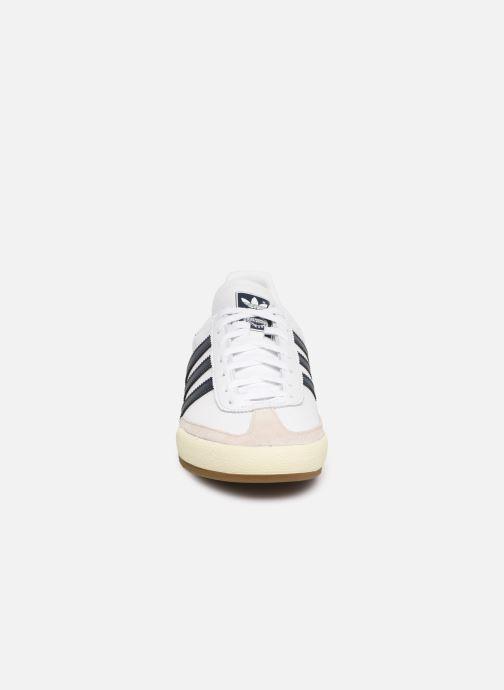 Sneaker adidas originals Jeans weiß schuhe getragen