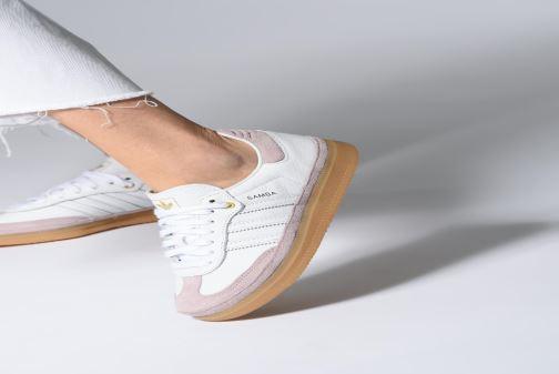Sneaker adidas originals Samba Og W Relay weiß ansicht von unten / tasche getragen