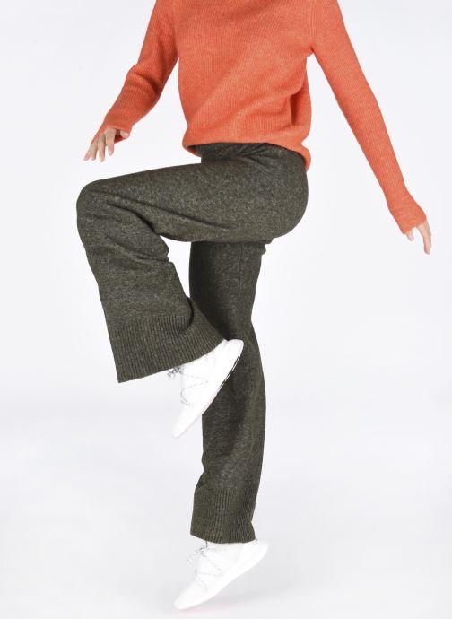 Sneaker Adidas Originals Arkyn Knit W weiß ansicht von unten / tasche getragen