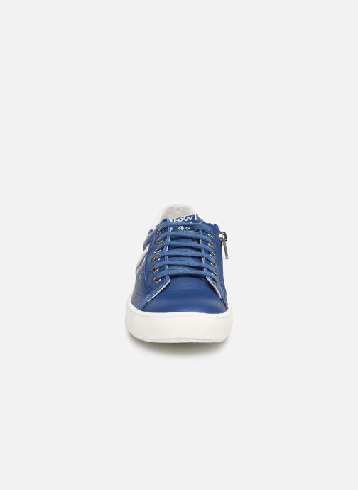Sneakers Bopy Valdo Azzurro modello indossato