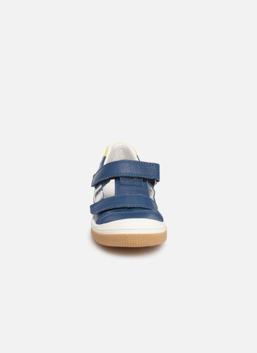 Sneakers Bopy Vito Azzurro modello indossato
