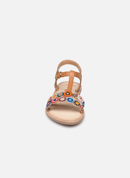 Sandali e scarpe aperte Bopy Flipac Lilybellule Marrone modello indossato