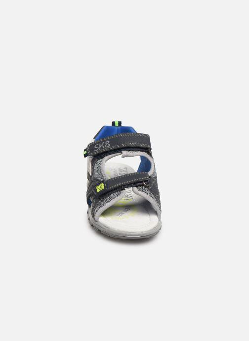 Sandalias Bopy Tchonfi SK8 Azul vista del modelo