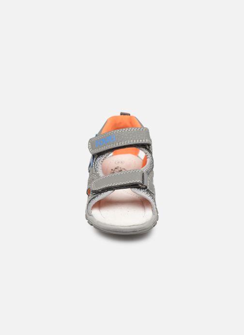 Sandales et nu-pieds Bopy Tchongo Kouki Gris vue portées chaussures