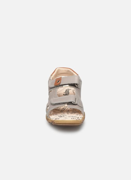 Sandales et nu-pieds Bopy Edec Gris vue portées chaussures