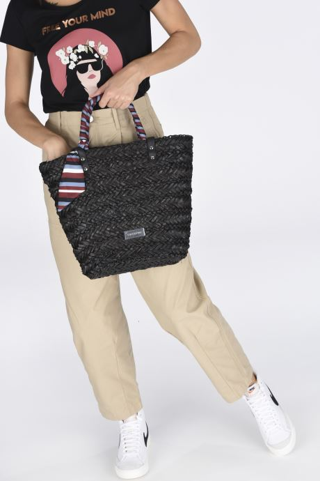 Handbags Gioseppo CANNARA Black view from underneath / model view