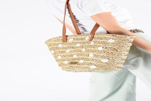 Handtaschen Gioseppo DONINI beige ansicht von unten / tasche getragen