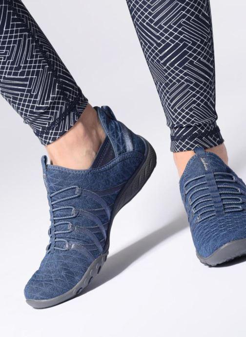 Baskets Skechers Breathe-Easy-Viva-City Bleu vue bas / vue portée sac