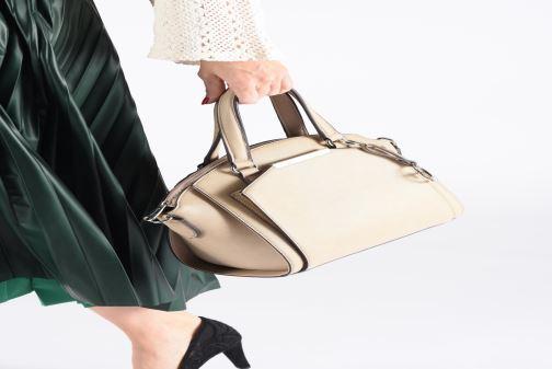 Handbags Tamaris Mirella Handbag Beige view from underneath / model view