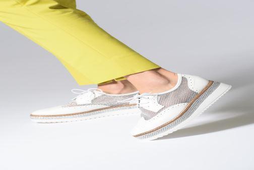 Chaussures à lacets Tamaris Cornelia Blanc vue bas / vue portée sac