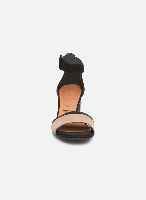 Sandales et nu-pieds Tamaris Blanca Noir vue portées chaussures
