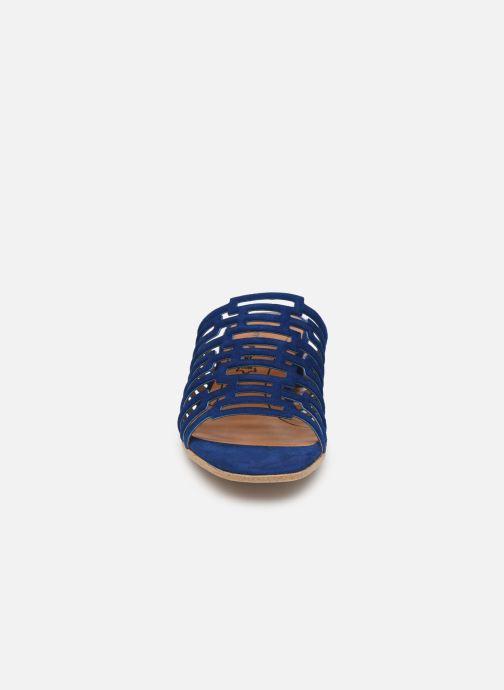Zuecos Tamaris Daphne Azul vista del modelo