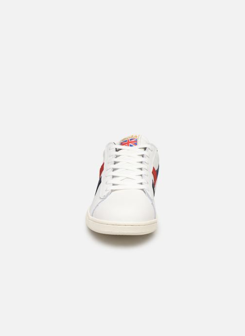 Sneakers Gola Equipe Bianco modello indossato