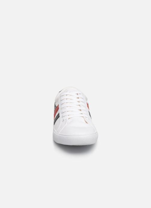 Baskets Gola Varsity Blanc vue portées chaussures