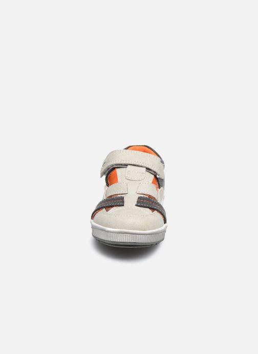 Sneakers NA! Agirou Grigio modello indossato
