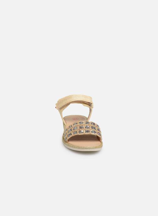 Sandales et nu-pieds NA! Andree Or et bronze vue portées chaussures