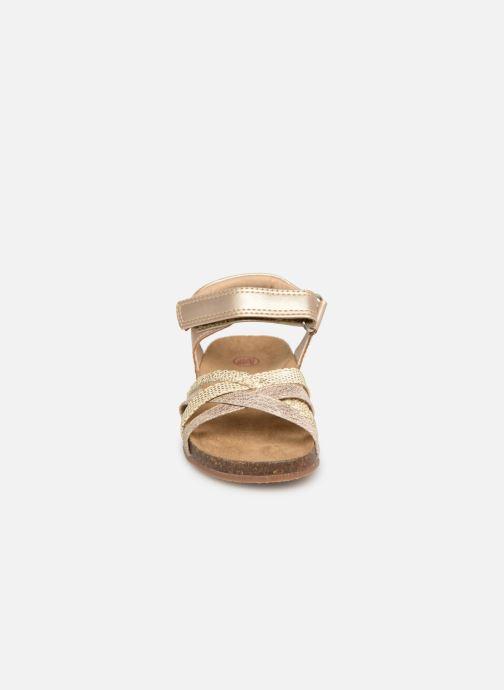 Sandales et nu-pieds NA! Axelle Or et bronze vue portées chaussures
