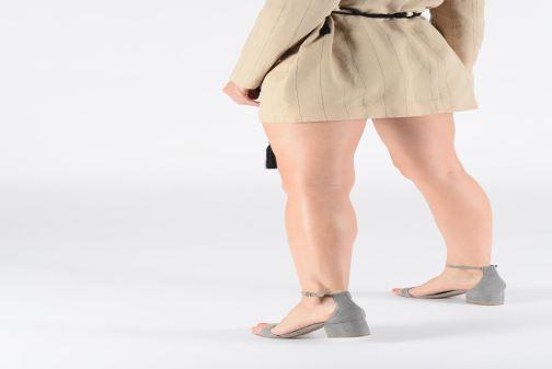 Sandales et nu-pieds Steve Madden IRENEE Gris vue bas / vue portée sac