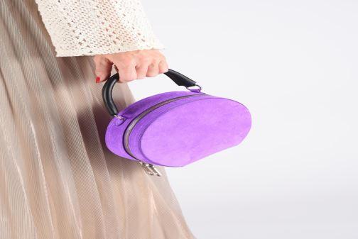 Sacs à main Rebecca Minkoff CIRCLE BAG FLUO SUEDE Violet vue bas / vue portée sac