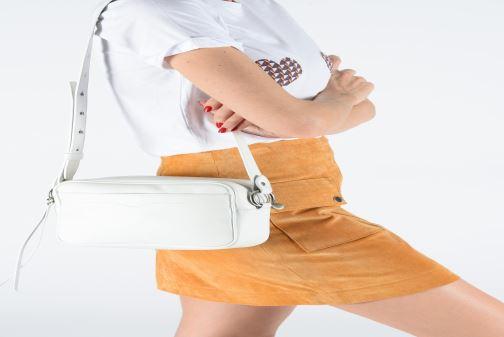 Sacs à main Rebecca Minkoff BIG CAMERA BAG NAPPA Blanc vue bas / vue portée sac