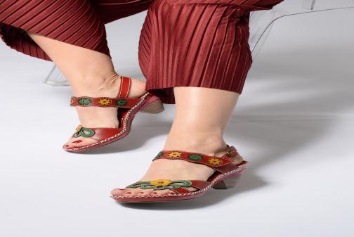 Sandales et nu-pieds Laura Vita BEIGNET 33 Rouge vue bas / vue portée sac