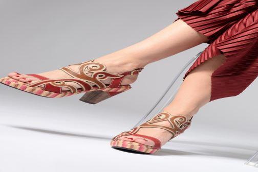 Sandales et nu-pieds Laura Vita FINAL 01 Rouge vue bas / vue portée sac