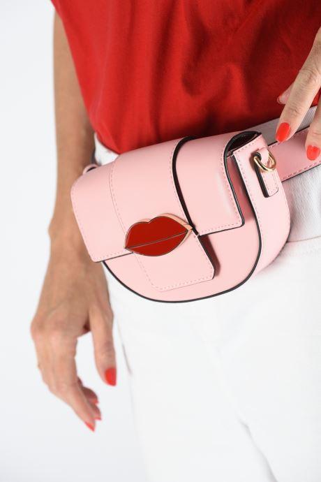 Portemonnaies & Clutches Essentiel Antwerp Swanya mini bum bag rosa ansicht von unten / tasche getragen
