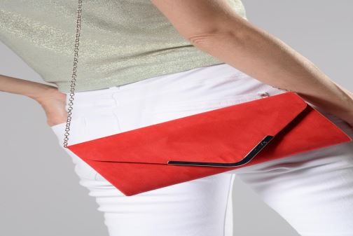 Sacs à main Tamaris Brianna Clutch Rouge vue bas / vue portée sac