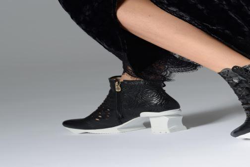 Bottines et boots Laura Vita Armance 06 Noir vue bas / vue portée sac