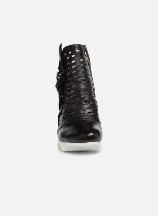 Ankle boots Laura Vita Armance 06 Black model view