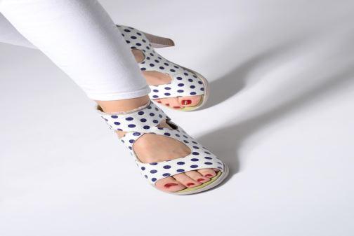 Sandales et nu-pieds Laura Vita Donuts 018 Blanc vue bas / vue portée sac