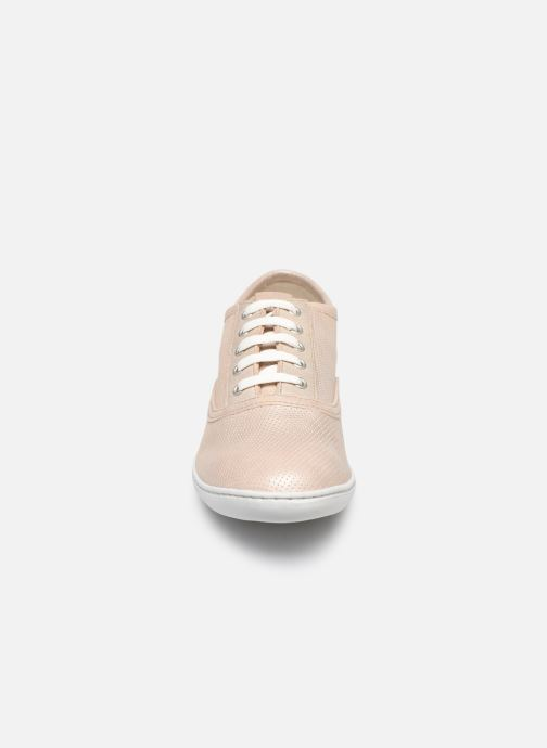 Sneakers TBS Coconut Beige modello indossato