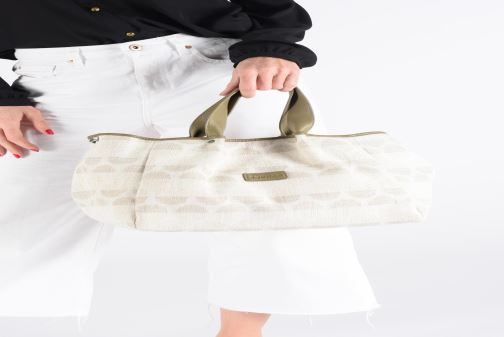 Handbags Sabrina Axelle Green view from underneath / model view