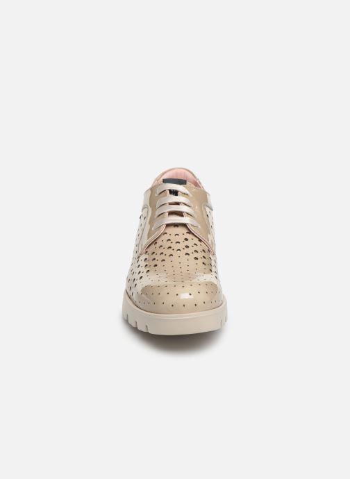 Zapatos con cordones Callaghan Haman 2 Beige vista del modelo