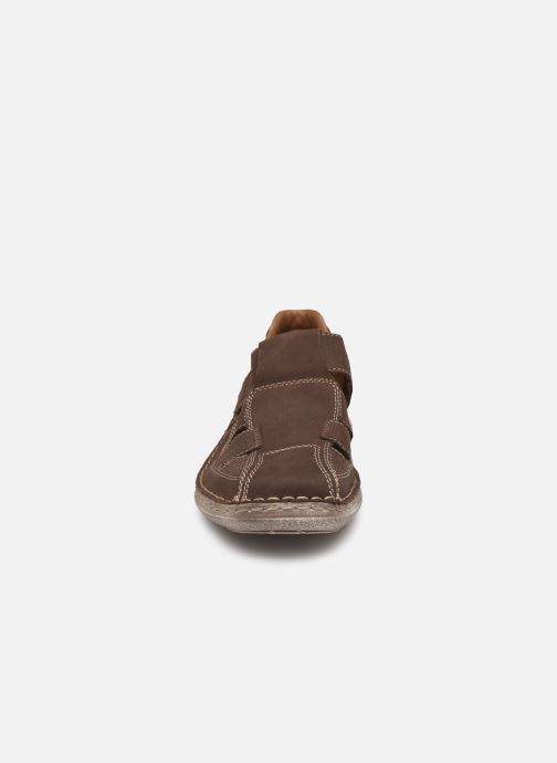 Sneakers Rieker Ernest 03065 Marrone modello indossato