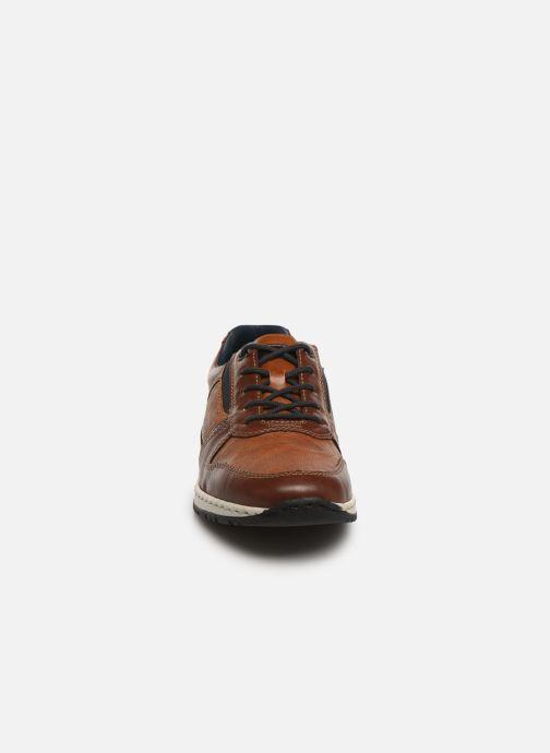 Sneakers Rieker Gorge Marrone modello indossato