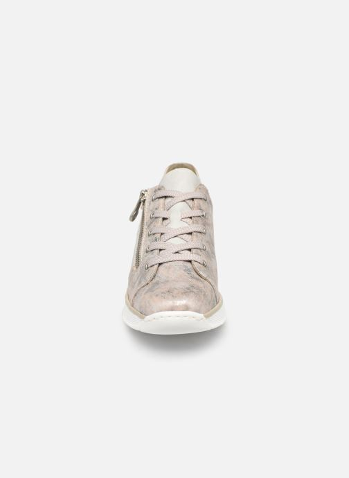 Sneakers Rieker Liloa Rosa modello indossato